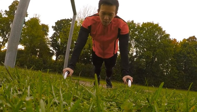 Fitness Übungen mit Khoa Nguyen